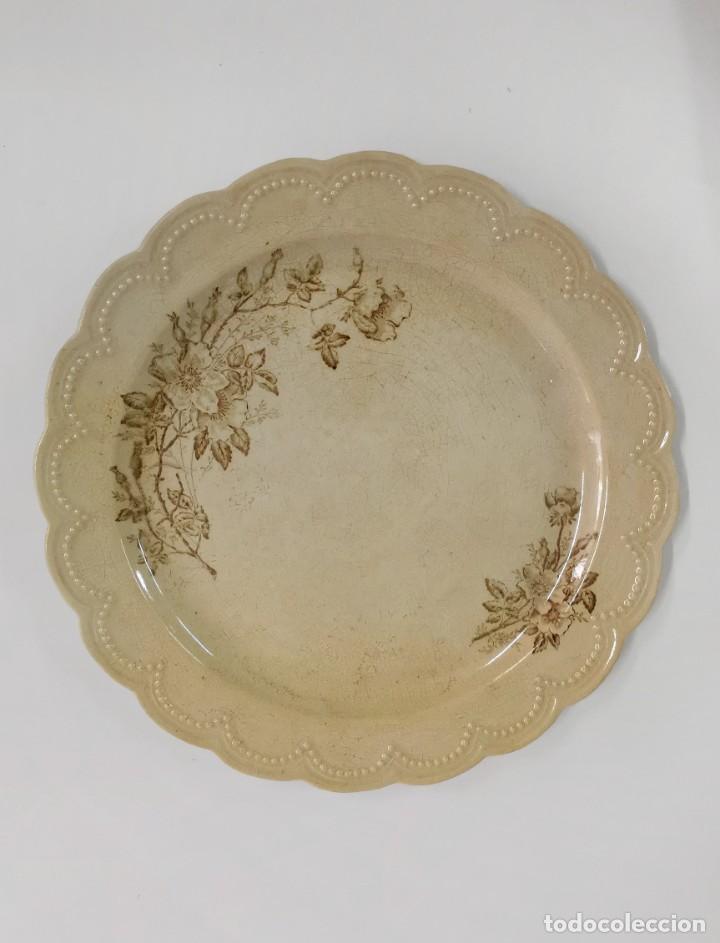 EXCEPCIONAL ANTIGUO PLATO DE PORCELANA OPACA SEVILLA. 30 CM. (Antigüedades - Porcelanas y Cerámicas - San Juan de Aznalfarache)