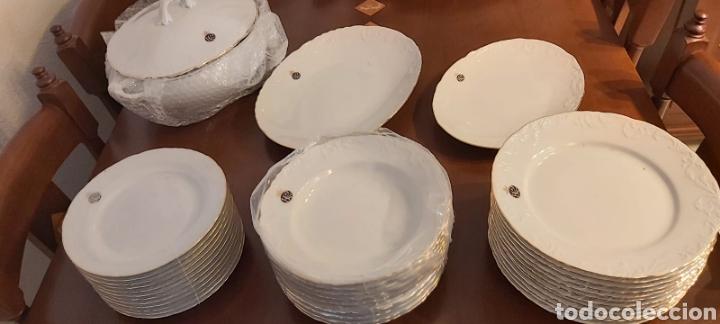 Antigüedades: Vajilla porcelana GEORGE V. Años 90. 35 piezas. Ribetes perfilados en oro. - Foto 2 - 262867640