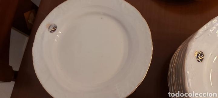 Antigüedades: Vajilla porcelana GEORGE V. Años 90. 35 piezas. Ribetes perfilados en oro. - Foto 3 - 262867640