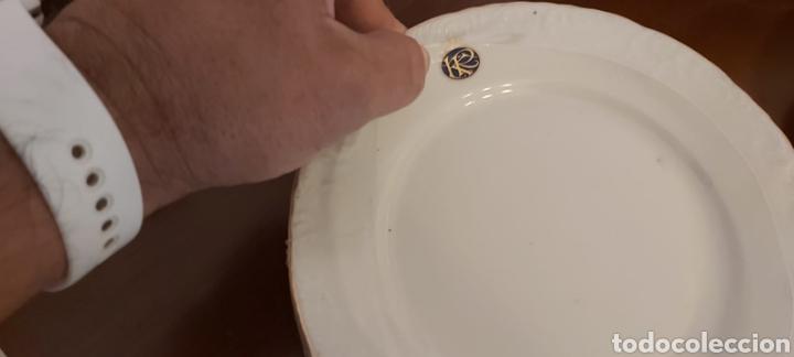 Antigüedades: Vajilla porcelana GEORGE V. Años 90. 35 piezas. Ribetes perfilados en oro. - Foto 4 - 262867640