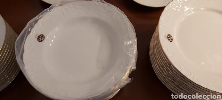 Antigüedades: Vajilla porcelana GEORGE V. Años 90. 35 piezas. Ribetes perfilados en oro. - Foto 5 - 262867640