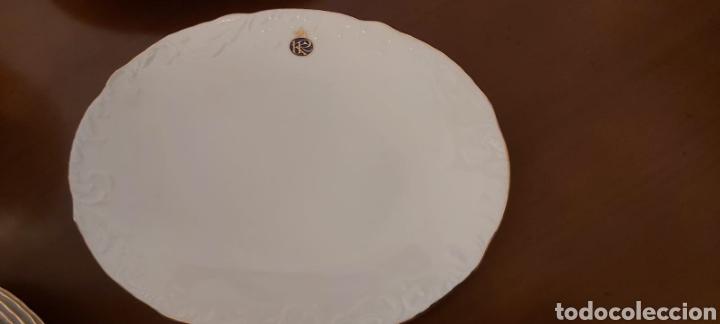Antigüedades: Vajilla porcelana GEORGE V. Años 90. 35 piezas. Ribetes perfilados en oro. - Foto 7 - 262867640
