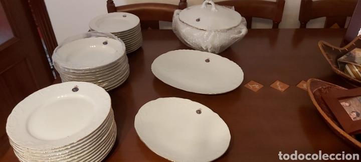 VAJILLA PORCELANA GEORGE V. AÑOS 90. 35 PIEZAS. RIBETES PERFILADOS EN ORO. (Antigüedades - Porcelanas y Cerámicas - Inglesa, Bristol y Otros)