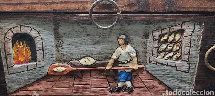 Antigüedades: Baúl o cofre en madera tallada con escena de artesano panadero y herrajes y clavos. - Foto 2 - 262913835