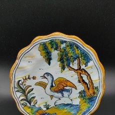 Antigüedades: PAREJA DE PLATOS DE CERÁMICA SEREM P.P.O TALAVERA. CON MOTIVOS ANIMALES.VER FOTOS.. Lote 262922620