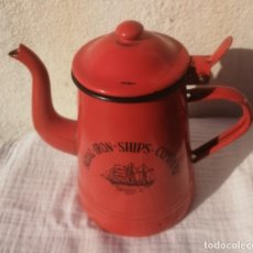 Antigüedades: CAFETERA O TETERA DE ITALIA CERÁMICA BASSANO CON LAS LETRAS ROYAL#IRON#SHIPS#COMPANY-THOMAS W. 1905. Lote 262924715