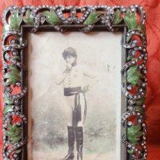 Antigüedades: MARCO ESMALTE Y FANTASÍA POSTAL ANTIGUA FOTO SARAH BERNHARDT. Lote 262928480