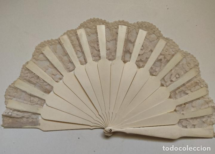 Antigüedades: Abanico para novia. Reposición de encaje. Varillaje de hueso o marfil. - Foto 2 - 262942475