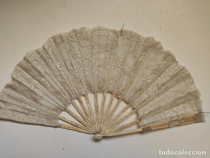 Antigüedades: Abanico para novia. Reposición de encaje. Varillaje de hueso - Foto 2 - 262944475