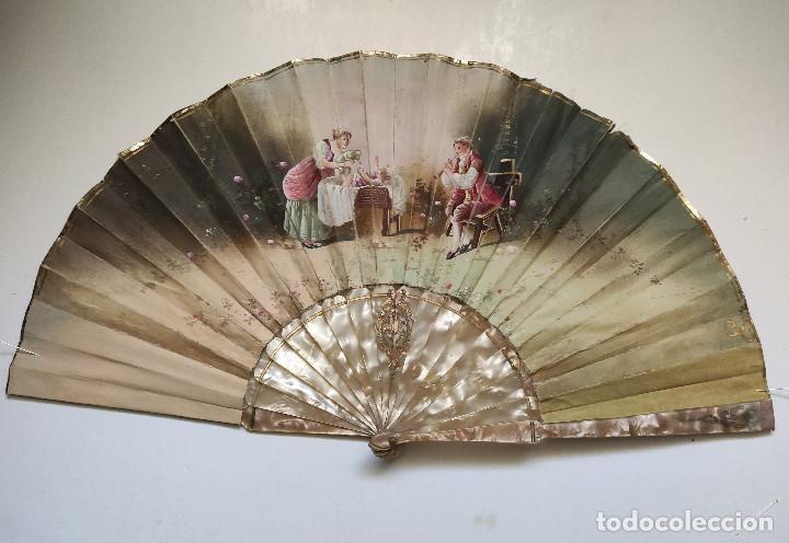 ABANICO PINTADO A MANO, EN TELA. IMITACIÓN DE LOS ABANICOS DEL SIGLO XVIII-XIX.VARILLAJE DE NACARINA (Antigüedades - Moda - Abanicos Antiguos)