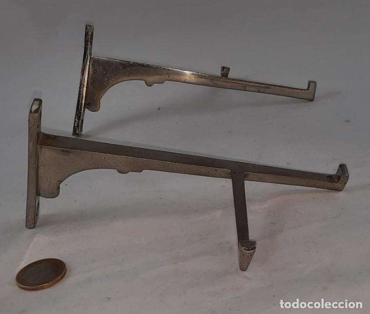 ESCUADRAS DE HIERRO ART DECO AÑOS 20 (Antigüedades - Muebles Antiguos - Repisas Antiguas)
