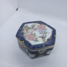 Antigüedades: CAJITA PORCELANA JAPONESA MURALES. Lote 263002540