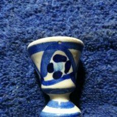 Antigüedades: MINI COPA DE PORCELANA AZUL. Lote 263011985