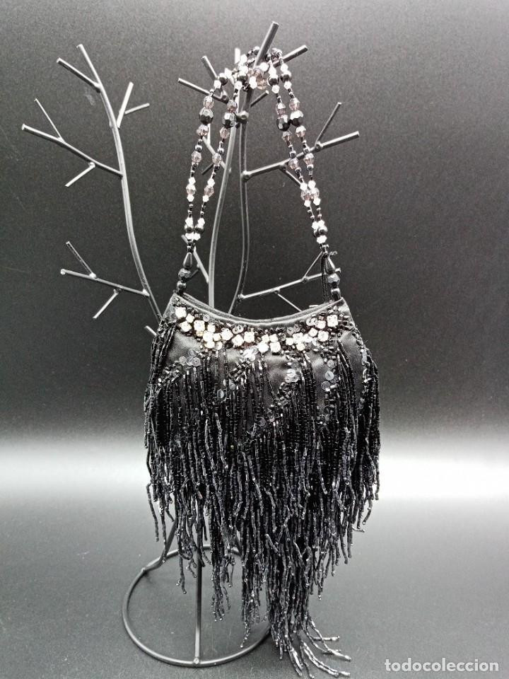 BOLSO NEGRO CON ABALORIOS (Antigüedades - Moda - Bolsos Antiguos)