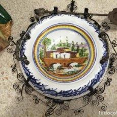 Antigüedades: EXTRAORDINARIO BRASERO DE CERÁMICA PINTADO A MANO Y MARCO DE HIERRO FORJADO. BADILA. 57 CM. UNA JOYA. Lote 263034415