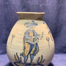 Antigüedades: JARRON SERIE TRICOLOR TALAVERA CERAMICA LA MENORA AÑOS 70 A LA MANERA DEL S XVII 31X22CMS. Lote 263063360