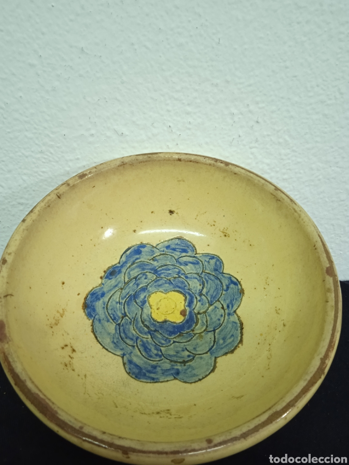 Antigüedades: Un plato hondo pequeño muy antiguo .está firmado - Foto 2 - 263076280