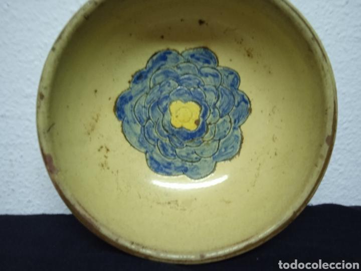 Antigüedades: Un plato hondo pequeño muy antiguo .está firmado - Foto 3 - 263076280