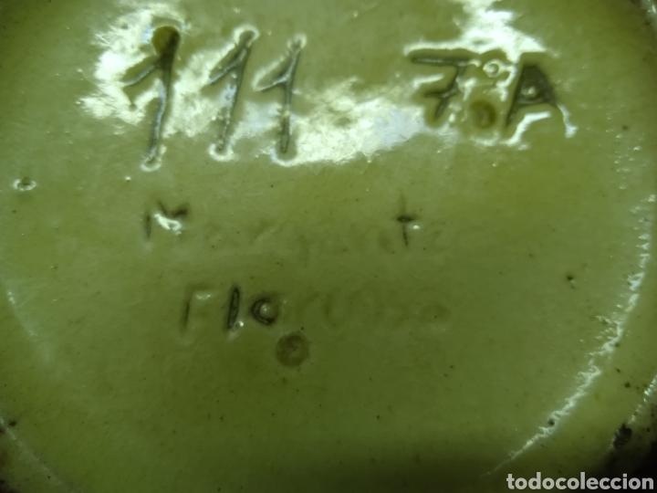 Antigüedades: Un plato hondo pequeño muy antiguo .está firmado - Foto 10 - 263076280