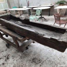 Antigüedades: GRAN ABREVADERO DE MADERA. Lote 263086450