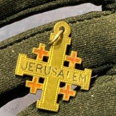 Oggetti Antichi: COLGANTE CRUZ LATON JERUSALEM RECUERDO PEREGRINACION 2,5X2CMS. Lote 263109505