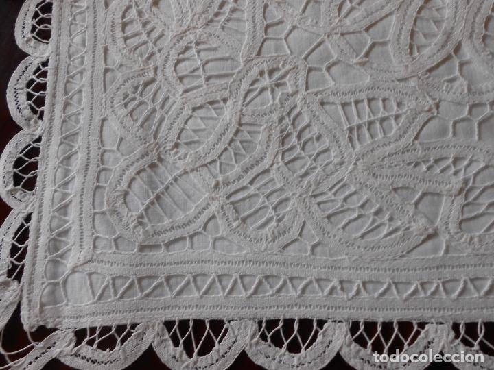 Antigüedades: Funda /Cojin, algodon blanco.Toda encajes de Brujas 43 x 43 cm - Foto 7 - 285047048