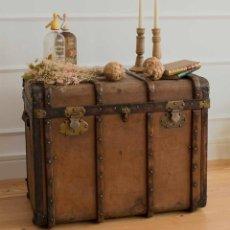 Antiquités: BAÚL PIEL Y MADERA, FRANCÉS. MUY ANTIGUO. CON ETIQUETA Y NOMBRE DEL DUEÑO.. Lote 263169830