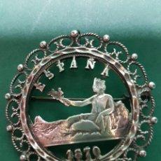 Antigüedades: GRAN BROCHE DE PLATA CON MONEDA CALADA ESPAÑA 1870 PATENTADO. Lote 263184830