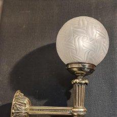Antigüedades: EXCELENTE APLIQUE ESTILO IMPERIO, LUZ, ,LAMPARA, DE BRONCE. Lote 263234125