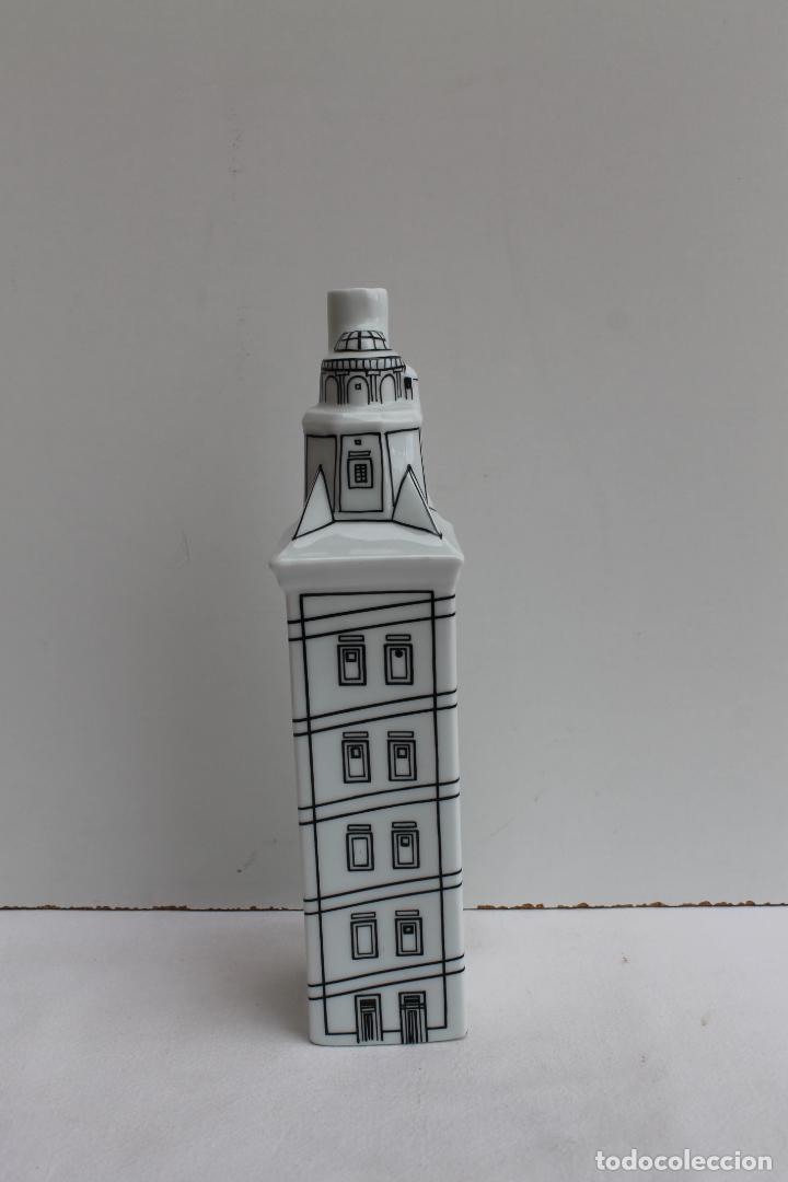 TORRE DE HERCULES EN PORCELANA DE CASTRO (Antigüedades - Porcelanas y Cerámicas - Sargadelos)