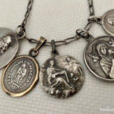 Antigüedades: CADENA Y CINCO MEDALLAS DE PLATA. PESO: 25GR. Lote 263239635