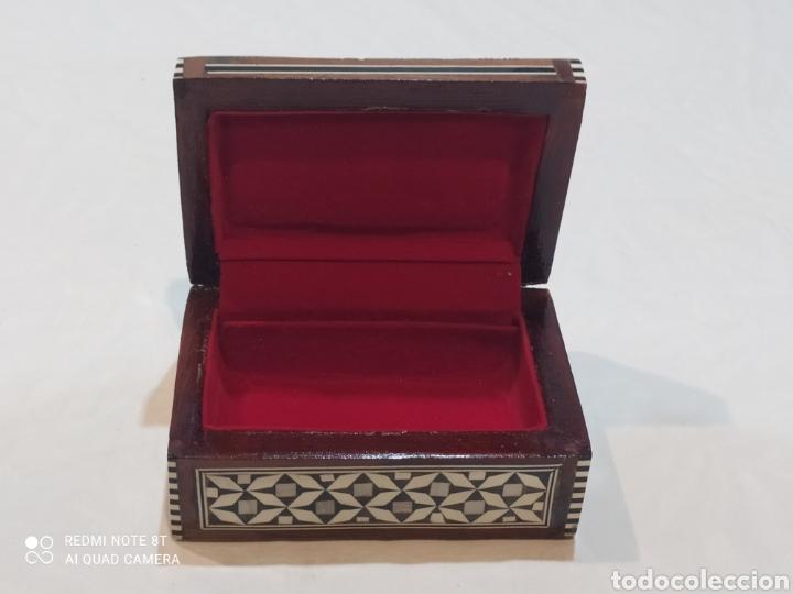 Antigüedades: Preciosa caja joyero antigua de madera de marquetería con incrustaciones en nácar - Foto 4 - 263533925