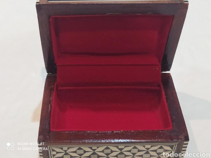 Antigüedades: Preciosa caja joyero antigua de madera de marquetería con incrustaciones en nácar - Foto 5 - 263533925