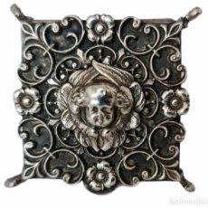 Antigüedades: CAJA CAJITA PASTILLERO CON PATITAS. PLATA. SPAIN CA 1910. PILLBOX BOX SILVER. 4X4X2CM. Lote 263540165