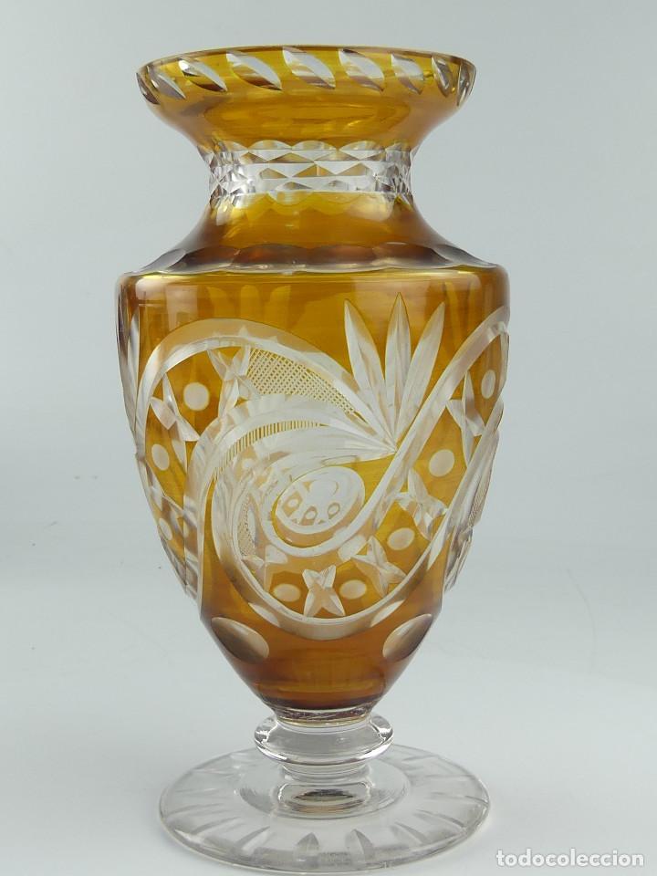 VINTAGE JARRÓN FLORERO DE SOBREMESA, CRISTAL TALLADO DE BOHEMIA (Antigüedades - Cristal y Vidrio - Bohemia)