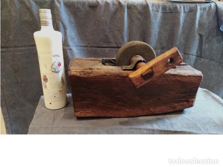 Antigüedades: Afilador piedra esmeril manual. Tallado una sola pieza - Foto 5 - 263574860