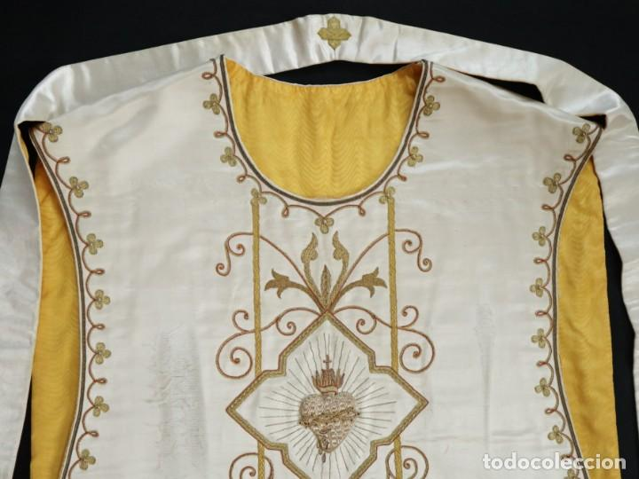Antigüedades: Casulla y complementos confeccionados en seda bordada con hilo de oro. Hacia 1900. - Foto 41 - 263596260