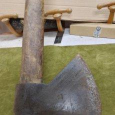 Antigüedades: ANTIGUA GRAN HACHA DE GALICIA CON SELLO DE HERRERO BUEN ESTADO MACHETA. Lote 263606845