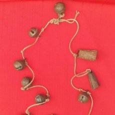 Antigüedades: COLLAR CON 8 CASCABELES Y 2 CENCERROS. Lote 263661445