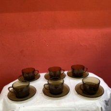 Antigüedades: ANTIGUO JUEGO DE 6 TAZAS Y 6 PLATILLOS CRISTAL VERECO DURALEX FRANCÉS AÑOS 70.. Lote 263676290