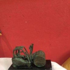 Antigüedades: FIGURA BRONCE CON BASE DE MÁRMOL BOMBÍNA. Lote 263684960