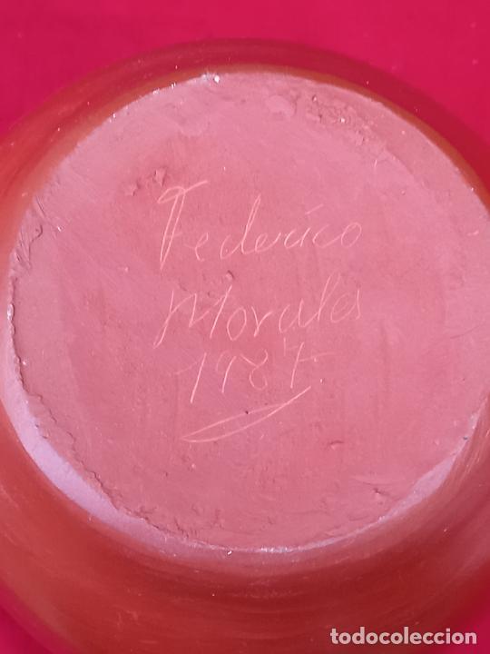 Antigüedades: JARRON FLORERO EN CERAMICA RASPADA Y ESMALTADA. PIEZA UNICA - FIRMADA - 1987 - Foto 7 - 263699280