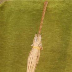Antigüedades: SOMBRILLA DE NIÑA, EN SEDA BORDADA A MANO, HACIA 1900.. Lote 263747680