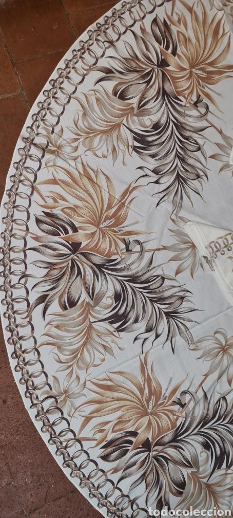 Antigüedades: Precioso Mantel con seis servilletas con motivos florales. - Foto 3 - 263883365