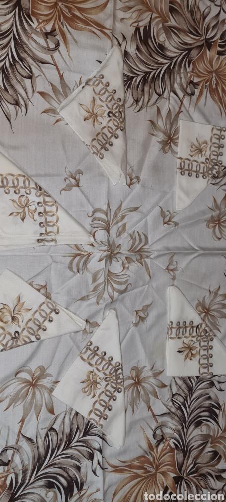 Antigüedades: Precioso Mantel con seis servilletas con motivos florales. - Foto 4 - 263883365