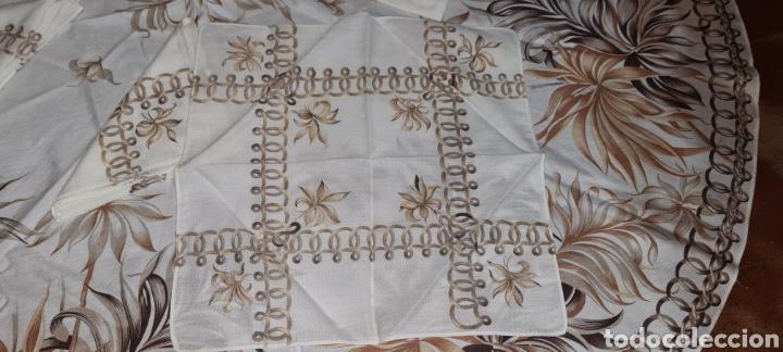 Antigüedades: Precioso Mantel con seis servilletas con motivos florales. - Foto 5 - 263883365