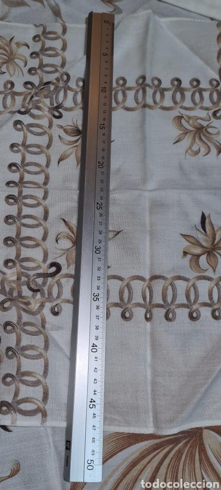 Antigüedades: Precioso Mantel con seis servilletas con motivos florales. - Foto 6 - 263883365