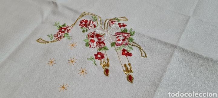 Antigüedades: Precioso Mantel con seis servilletas con motivos navideños - Foto 3 - 263893035
