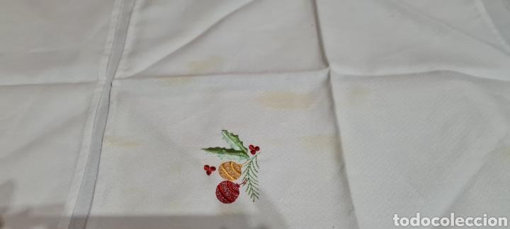 Antigüedades: Precioso Mantel con seis servilletas con motivos navideños - Foto 10 - 263893035