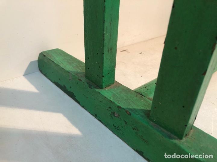 Antigüedades: BONITO PUPITRE DE ESCUELA DE MADERA CON TINTERO ANTIGUO - Foto 12 - 263905190